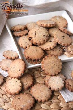 Ricetta biscotti integrali gocce cioccolato Easy Cookie Recipes, Dessert Recipes, Desserts, Cooking Time, Cooking Recipes, Biscuits, Biscotti Recipe, Galletas Cookies, Mini Foods