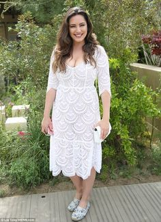 Stylish: Kelly Brook put on a busty display in a figure-hugging white lace dress as she attended the Chelsea Flower Show on Monday You are in the right place about maroon Lace Dress Here we offer you Kelly Brook Style, Kelly Brook Hot, Kelly Brook Playboy, Maroon Lace Dress, White Dress, Dress Black, Lace Dress Pattern, Curvy Girl Outfits, Chelsea Flower Show