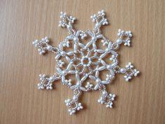 Hvězda - velká - I. Vánoční třpytivá hvězda vyrobená z korálků - rokajl. Průměr hvězdy 10 cm. Hvězdičky vypadají pěkně jak na vánočním stromečku, tak zavěšené v okně, nebo jako ozdoba na vánočním stromečku. Ke každé objednávce malý dárek ZDARMA!