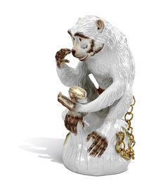 Affe mit Dose, Bunt und gold staffiert,Signet Meissen Exklusiv Kollektion,gold,Lim., H 49 cm