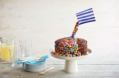 Follow our step by step guide to create your very own gravity-defying cake.