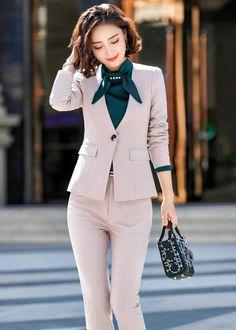 ชุดสูททำงานสีเบจไม่มีปกพร้อมกางเกง Suit Fashion, Hijab Fashion, Korean Fashion, Fashion Outfits, Fashion Boots, Casual Work Outfits, 2 Piece Outfits, Cute Outfits, Womens Fashion For Work