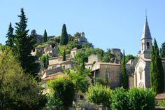 """La Roque sur Cèze, village typique présentant le label """"Les Plus Beaux Villages de France"""". Il est aussi connu pour ses fameuses cascades du Sautadet"""
