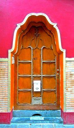 Bold and colorful door with a unique shape - This colorful and imaginative door is found in Brussels, Belgium. Door Knockers, Door Knobs, Door Handles, Cool Doors, Unique Doors, Entrance Doors, Doorway, Porches, When One Door Closes