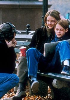 Director David Fincher, Jodie Foster and Kristen Stewart on the set of The Panic Room (2002)---Oh, I've been looking for this movie but still can't find it! I've heard it's awesome!!