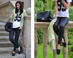flats con tachas, pantalón de cuero, sport