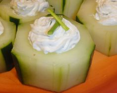 Cucumber Cups Appetizer - I personally will probably leave out the onions. Cucumber Appetizers, Cucumber Cups, Cold Appetizers, Finger Food Appetizers, Appetizer Recipes, Appetizer Ideas, Gluten Free Cooking, Gluten Free Recipes, Light Recipes