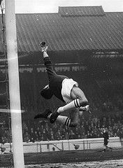 24th Dec 1960: Peter Bonetti, goalkeeper for Chelsea, in action during a match against Manchester United at Stamford Bridge