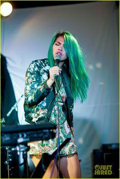 Hayley Kiyoko Performs at The Satellite - See The Performance Pics! | hayley kiyoko blue hair satellite show 02 - Photo