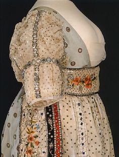 "SWEDEN Swedish court dress, 1809 (i. dress worn at court. Official ""Court Dress"" is black and white) Vintage Outfits, Vintage Gowns, Vintage Mode, 1800s Fashion, 19th Century Fashion, Vintage Fashion, Historical Costume, Historical Clothing, Regency Dress"