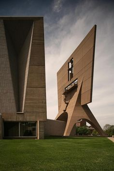 "v-architecture-photos: ""Marcel Breuer - St. John's Abbey Church, Collegeville, Minnesota, "" Religious Architecture, Church Architecture, Architecture Photo, Amazing Architecture, Marcel Breuer, Colani, Modern Church, Unique Buildings, Church Design"