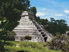 Palenque is a city maya , located in what is now the town of Palenque, located in the Mexican state of Chiapas , near the river Usumacinta . It is one of the most impressive sites of this culture