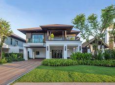 Single House at San Sai, Chiangmai from Sansiri Colonial House Exteriors, Modern Exterior House Designs, Modern House Facades, Modern House Design, Modern Zen House, Modern Tropical House, Tropical House Design, Tropical Houses, Village House Design