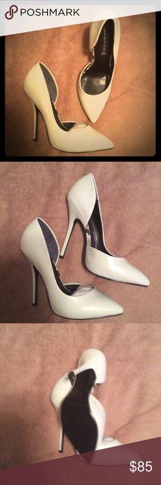 """!NEW! Steven by Steve Madden """"Newbee"""" white heel !NEW! Steven by Steve Madden """"Newbee"""" white leather heel Steven By Steve Madden Shoes Heels"""