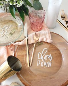 DIY Lettered Dinner Plates / A Fabulous Fete for Oh So Beautiful Paper