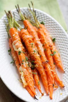 One of the best carrot recipes is garlic parmesan roasted carrots. Best Carrot Recipe, Carrot Recipes, Veggie Recipes, Healthy Recipes, Top Recipes, Simple Recipes, Chicken Recipes, Healthy Food, Healthy Eating