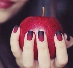 Snow White Evil Queen nails