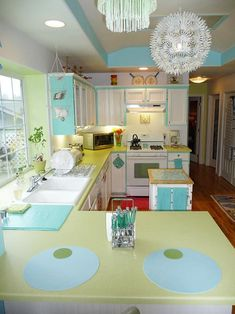 Loras vintage style kitchen makeover -- inspired by a single Franciscan Starburst dinner plate - Retro Renovation