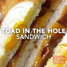 Toad in the Hole Bacon Sandwich - Süßes ⚜️ - Sandwiches Breakfast Dishes, Breakfast Recipes, Breakfast Sandwiches, Breakfast Bagel, Breakfast Dessert, Brunch Recipes, Dessert Recipes, Brunch Food, Drink Recipes