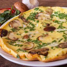 Omelette aux pommes de terre, champignons et lardons