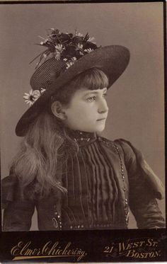 :::::::::: Antique Photograph :::::::::: Charming side portrait of a girl with a lovely hat. Vintage Children Photos, Vintage Girls, Vintage Pictures, Old Pictures, Vintage Images, Old Photos, Vintage Outfits, Time Pictures, Victorian Photos