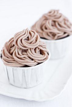 mont blanc cupcakes Via la ciliegina sulla torta Yummy Cupcakes, Cupcake Cookies, Pavlova, Cupcake Recipes, Dessert Recipes, Muffins, Little Cakes, Looks Yummy, Mini Cakes