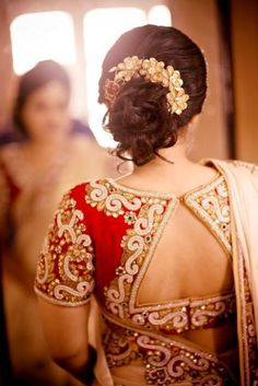 Perfect South Indian Bridal Hairstyles For Receptions – Indian Bride Hairstyle For Short Hair In Saree Blouse Back Neck Designs, Sari Blouse Designs, Choli Designs, Hair Designs, Indian Bridal Hairstyles, Indian Wedding Hairstyles, Medium Hair Styles, Short Hair Styles, Latest Saree Blouse