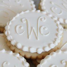 Ivory monogram cookie favors b&l wedding печенье, подарки, п Cookie Wedding Favors, Cookie Favors, Cookie Gifts, Wedding Desserts, Wedding Candy, Favours, Gold Wedding, Galletas Cookies, Cupcake Cookies