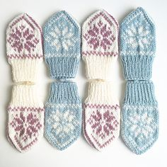 Ravelry: SelbuBaby pattern by Tonje Haugli Baby Selbu mittens with a traditional Norwegian (or Scandinavian) pattern. Suitable for beginners who want to learn how to knit mittens or in fairisle/multiple colours from charts! Baby Mittens Knitting Pattern, Fair Isle Knitting Patterns, Crochet Mittens, Crochet Bebe, Knitting Charts, Knitting For Kids, Knitting Projects, Knitted Hats, Crochet Pattern