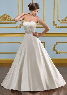 Brudklänning Leila  Mori Lee brudklänning 4916 med täckta knappar i ryggen.