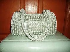 HANDICRAFT: Soda can tabs + nylon yarn + crochet hook = cool purse