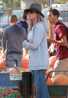 Just looking: While Ireland knew exactly what she wanted, Kim appeared to be doing a lot of serious searching among the pumpkins  Read more: http://www.dailymail.co.uk/tvshowbiz/article-2458373/Ireland-Baldwin-celebrates-early-Halloween-mom-Kim-Basinger.html#ixzz2jPFPhArL  Follow us: @MailOnline on Twitter | DailyMail on Facebook