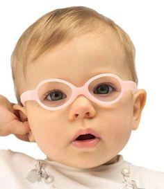 72e5a5fc0 Alguns sinais de que seu filho precisa usar óculos e modelos lindos para se  inspirar -