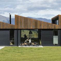 Sawtooth House is a rural house completed by Assembly Architects an architecture practice founded by Louise Wright and Justin Wright New Zealand Architecture, Southern Architecture, Roof Architecture, Architecture Awards, Minimal Architecture, Rural House, House In The Woods, Mansion Foster, Sawtooth Roof