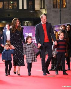 Young Prince Philip, Prince William Family, Kate Middleton Prince William, Kate Middleton Family, Carole Middleton, Princesa Charlotte, The Duchess, Duchess Of Cambridge, Princess Kate
