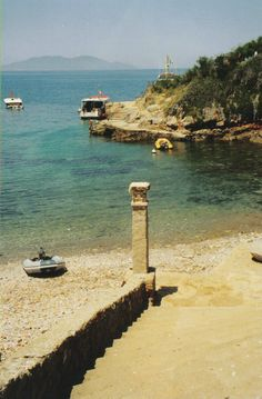 - L'isola Giannutri , Grosetto , Tuscany Italy ancient roman dock
