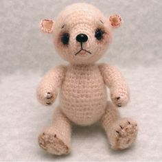 Ravelry: Baby Bear Cub pattern by Sue Pendleton-free pattern   This is designed by Sue Pendleton -with complete instructions including jointing techniques! It is a free PDF download via ravelry.