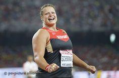 Christina Schwanitz jubelt - GOLD in Beijing 2015