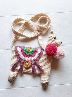 A free crochet pattern of a llama purse. Do you also want to crochet this llama purse? Read more about the Free Crochet Pattern Llama Purse. Crochet Shell Stitch, Bead Crochet, Free Crochet, Crochet Cats, Crochet Birds, Crochet Earrings, Crochet Puff Flower, Crochet Flowers, Crochet Handbags
