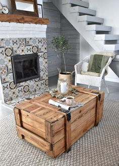 Wooden Trunk Coffee Table, Shabby Chic Coffee Table, Trunk Table, Wooden Trunks, Wooden Crates, Antique Trunks, Cottage Chic, Cottage House, Mesas Shabby Chic