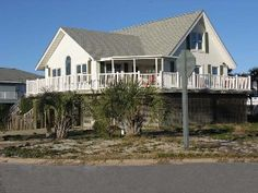 Gorgeous 4 Bedroom Home Just Steps from the Gulf and Beach!!!