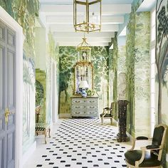 Happy Tuesday! ✨ Such an elegant hallway by @milesredd featuring @iksel_decorative_arts wallcoverings company via @schumacher1889. ✨ @thomasloof #Repost @schumacher1889