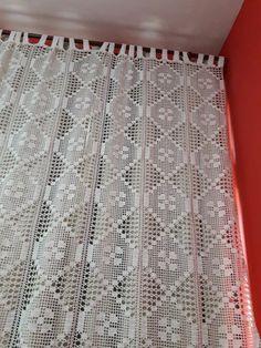 cortina de crochê Crochet Hood, Crochet Needles, Crochet Chart, Filet Crochet, Crochet Motif, Crochet Doilies, Crochet Lace, Crochet Stitches, Crochet Bedspread Pattern