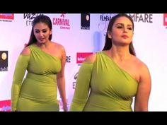 Huma Qureshi In Skintight Green Gown At Filmfare Glamour And Style Awards 2017 - It was a green one shoulder gown by Monsoori for Huma Qureshi at the Filmfare Glamour and Style red carpet. She skipped on the accessories and kept her look very simple. Bollywood Actress Hot Photos, Bollywood Celebrities, Bollywood Fashion, Indian Celebrities, Beautiful Celebrities, Beautiful Ladies, Hollywood Actress Pics, Actress Photos, Huma Qureshi Hot