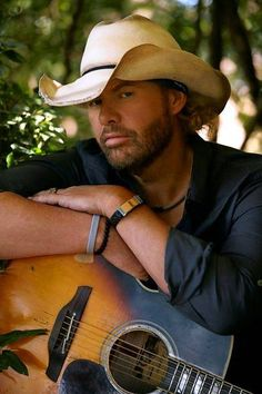 Toby Keith Covel best known as Toby Keith, is an American country music singer-songwriter, record producer, and actor. Male Country Singers, Country Music Artists, Country Musicians, Country Music Stars, Country Concerts, Country Men, Country Girls, American Country, Outlaw Country