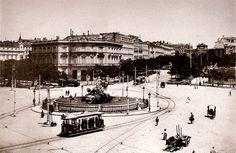 Jardines del Buen Retiro en la Huerta de la reina- La plaza de Cibeles en 1898. Aún no se había levantado el Palacio de Comunicaciones (actual sede del Ayuntamiento) y en su lugar se ven los Jardines del Buen Retiro en la antigua Huerta de la Reina