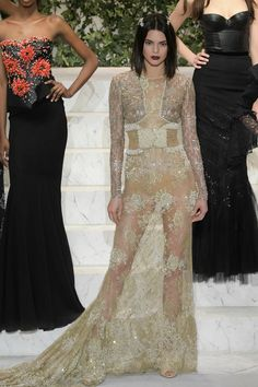 Kendall Jenner, Ready To Wear, Runway, Formal Dresses, House Styles, Top Models, How To Wear, Tops, Fashion