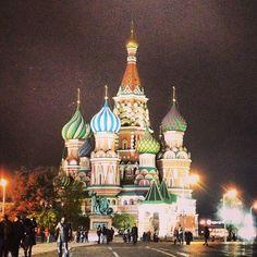 Bem vindos ao insta do blog @viagemjovem! Começando com a foi da catedral de St. Basílio em Moscou 🇷🇺 #russia #stbasilscathedral #viagemjovem Painting, Art, Moscow, Road Maps, Destinations, Art Background, Painting Art, Kunst, Paintings