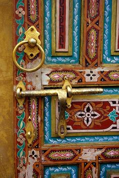 Pintadas Porta de madeira na cidade velha de Fez, Moracco Crédito da foto: Cecil Images