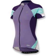 The Pearl Izumi Women's Elite Jersey, at first glance, appears to be simply another well-designed cycling jersey. Women's Cycling Jersey, Cycling Wear, Cycling Jerseys, Cycling Outfit, Cycling Clothing, Buy Bike, Bike Run, Bicycle Maintenance, Cool Bike Accessories